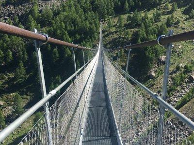 Charles-Kuonen längste Hängebrücke