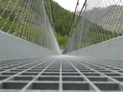 Hängebrücke-Furi-Gitterrost