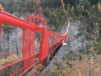 Spektakuläre-Hängebrücke-Schweiz