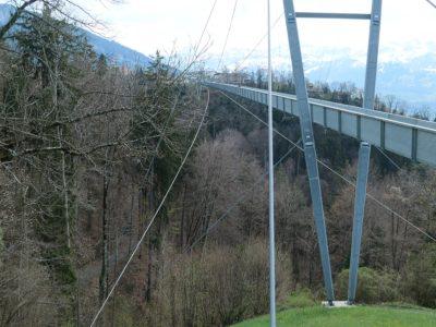 Seitenansicht der Hängebrücke Sigriswil